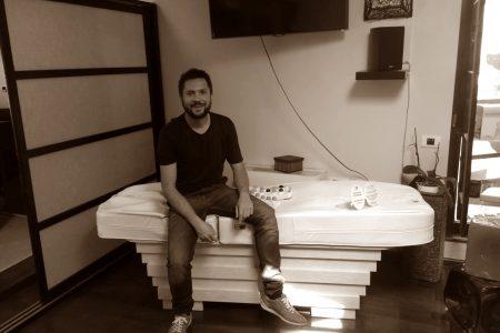 CLAUDIU DAVID cu patul de masaj iulie 2014 sepia