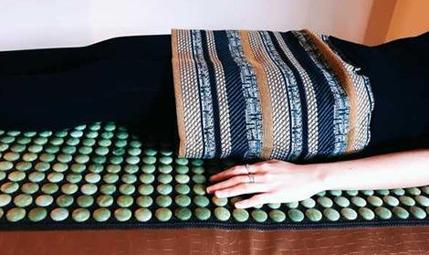 termoterapie la saltea cu pietre de jad la Centru Casa Jad anti durere de spate