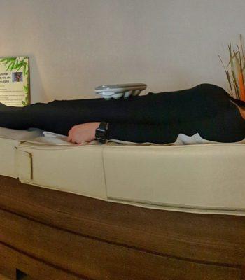 masaj terapeutic pe pat cu role de jad